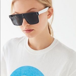 NWT UO 🦕 Oversized Shield Sunglasses B/W Havy